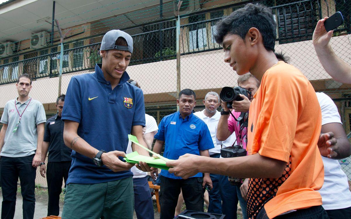 Neymar: football in the street