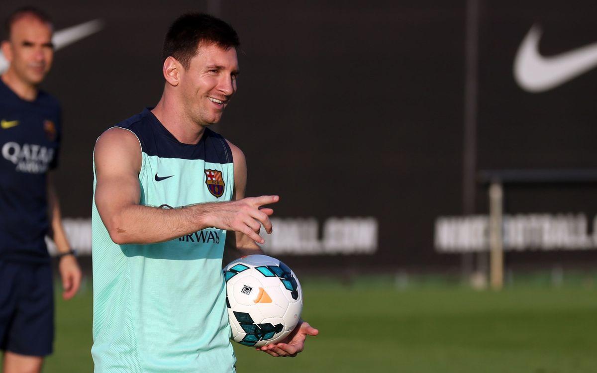 Leo Messi encistella amb un cop de cap