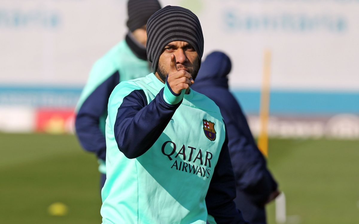 Adriano and Alves join squad for training