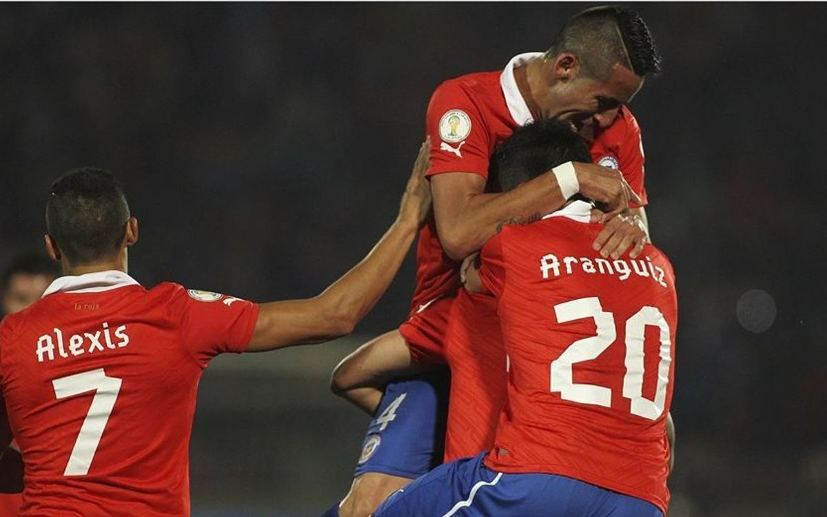 Alexis and Chile into World Cup 2014