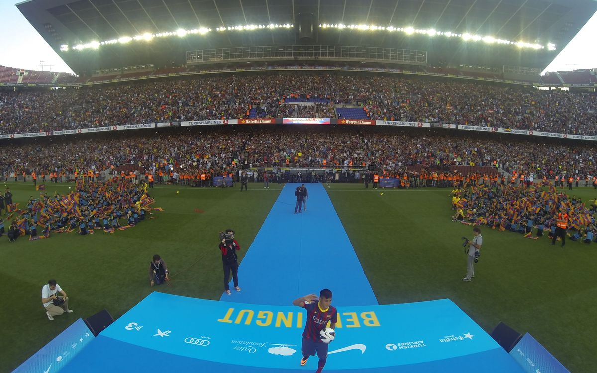Time lapse of the Camp Nou during Neymar da Silva Jr's presentation