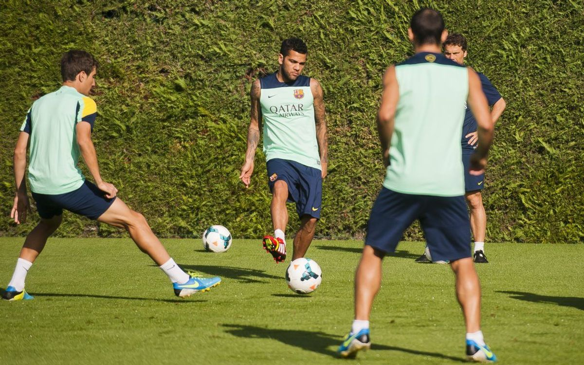 Martino and Alves back at training