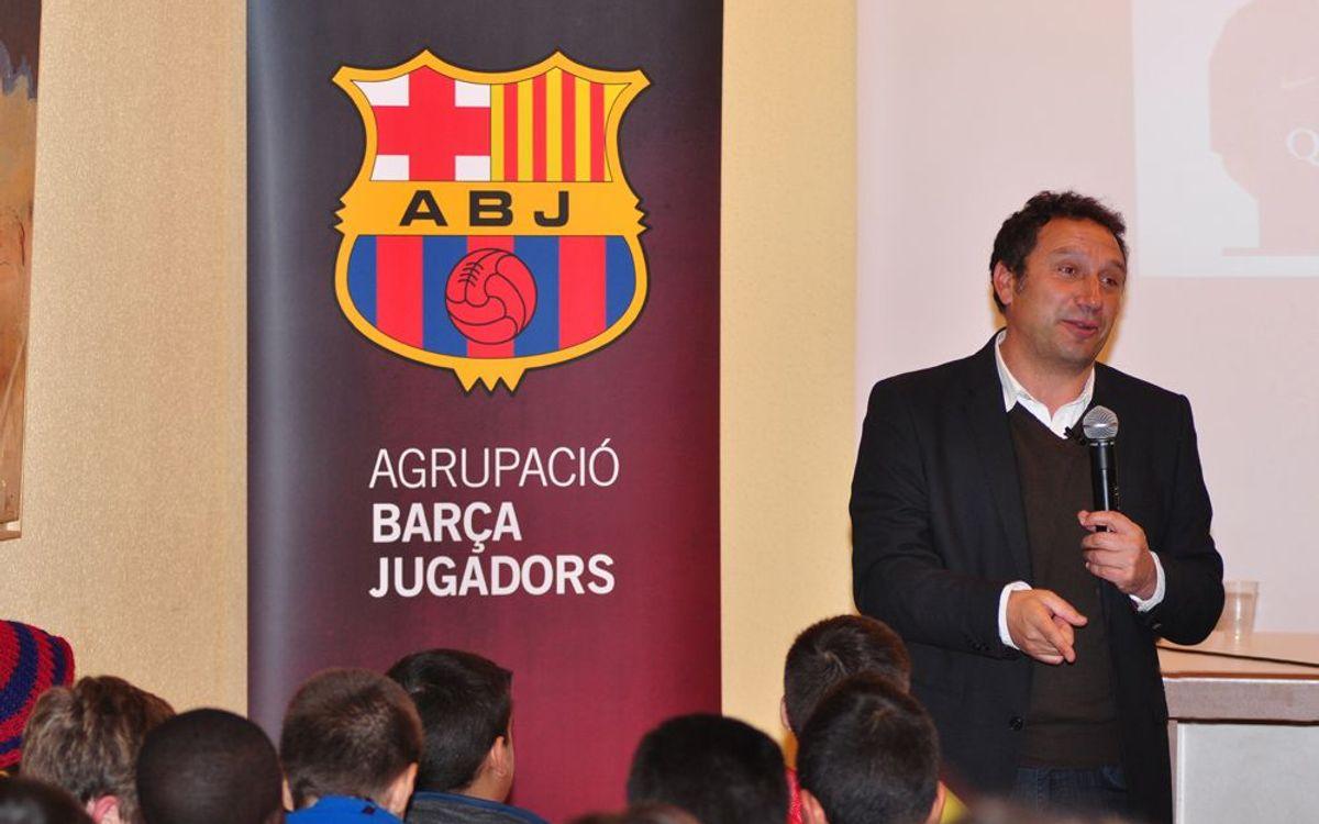 Eusebio va compartir les seves idees sobre el futbol amb joves esportistes de Sant Celoni