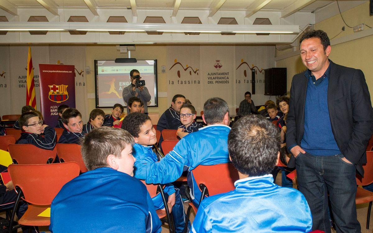Eusebio va explicar a vuitenta joves els valors del futbol