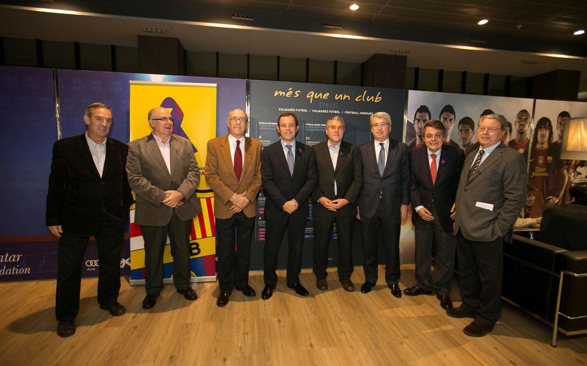 El president Rosell amb els veterans de l'handbol