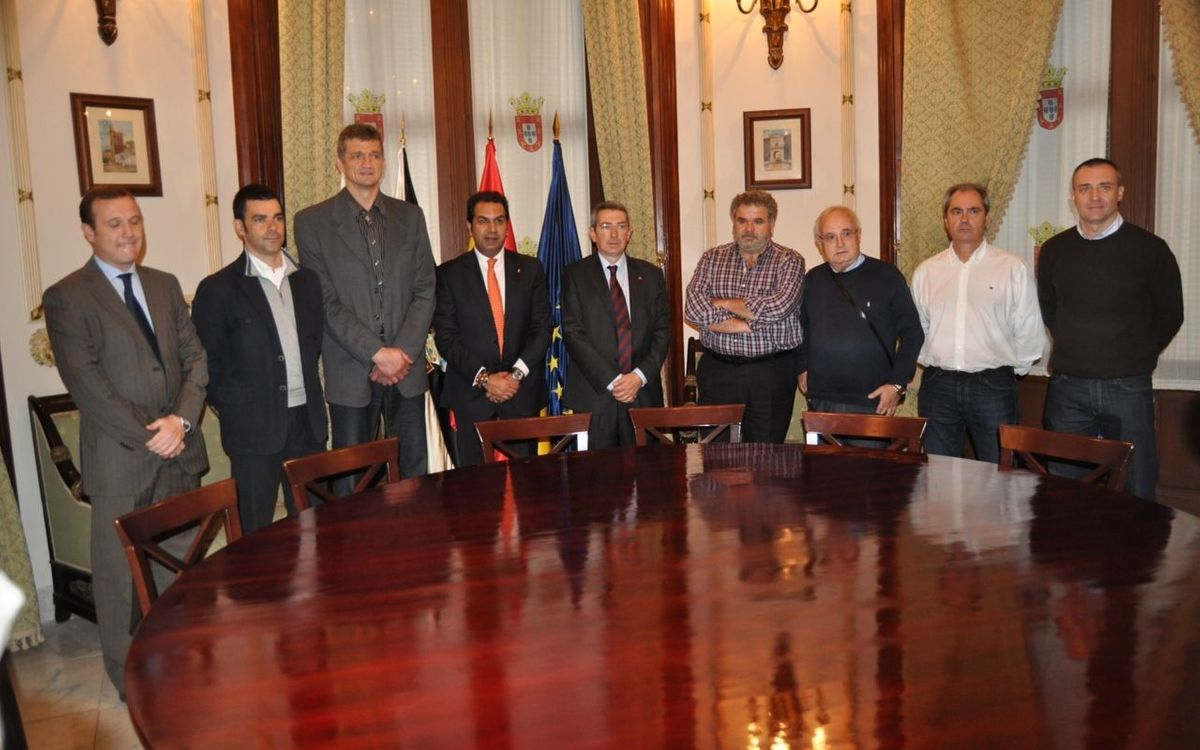 Pau Vilanova visits Ceuta supporters club