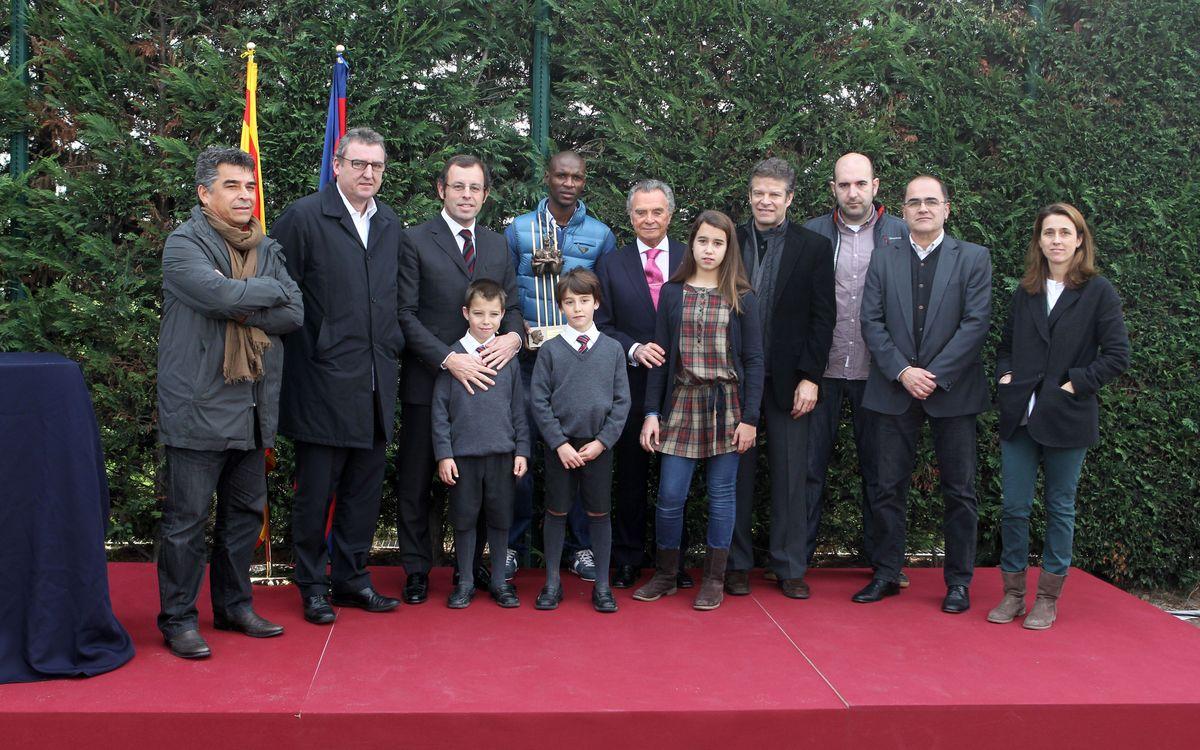 Éric Abidal receives the Aldo Rovira award