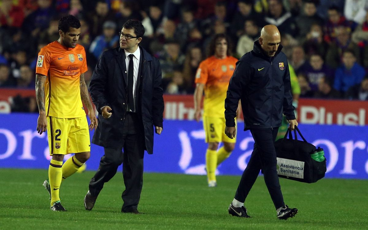 Dani Alves pulls hamstring, cannot finish match against Levante