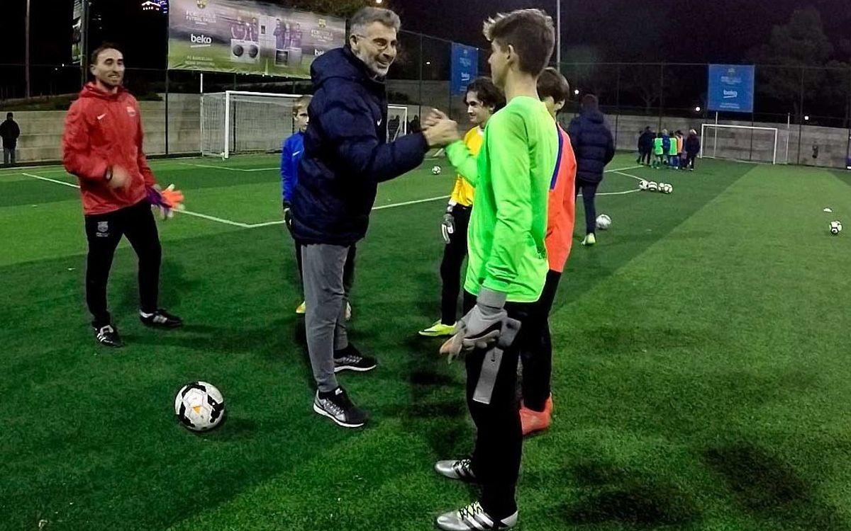 El entrenador de porteros de la selección turca visita la FCBEscola Estambul