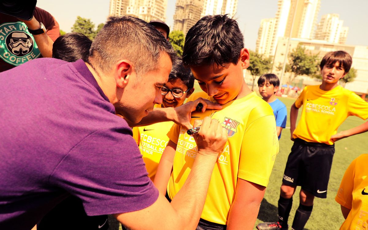 Javier Saviola given warm reception at Barça Academy Delhi