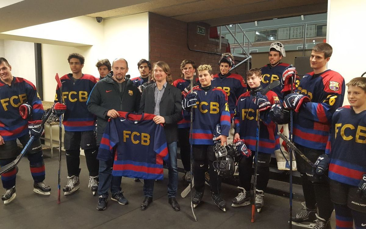 NHL player and FCBEscola dad, Mikhail Grabovski, drops in on Barça ice hockey team