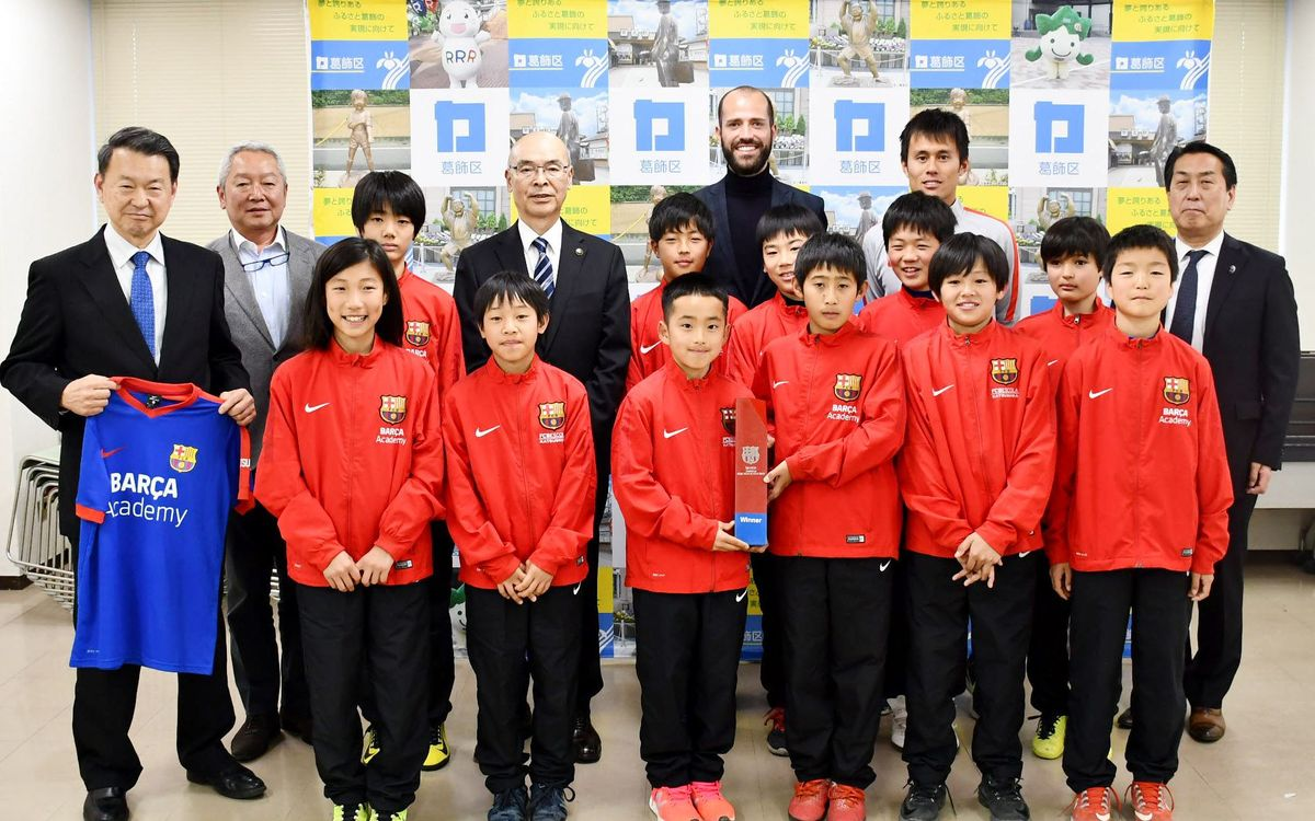 Mayor of Katsushika greets champions of Barça Academy APAC Cup