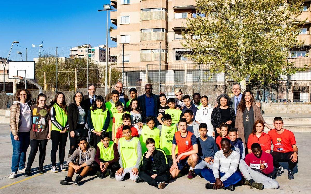 Lilian Thuram visita el programa de joves migrants sols de la Fundació Barça i la Generalitat de Catalunya