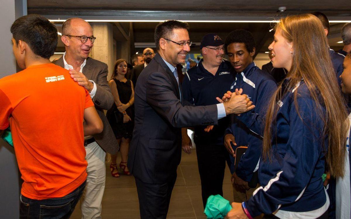 Bartomeu rep a la Llotja els joves nord-americans convidats per la Fundació