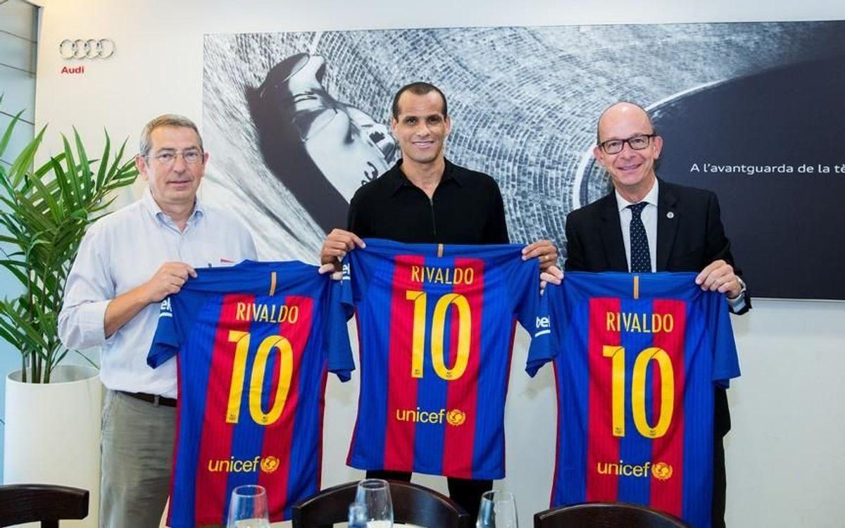 La Agrupación Barça Jugadores celebra el retorno de Rivaldo al Club con los FCB Legends