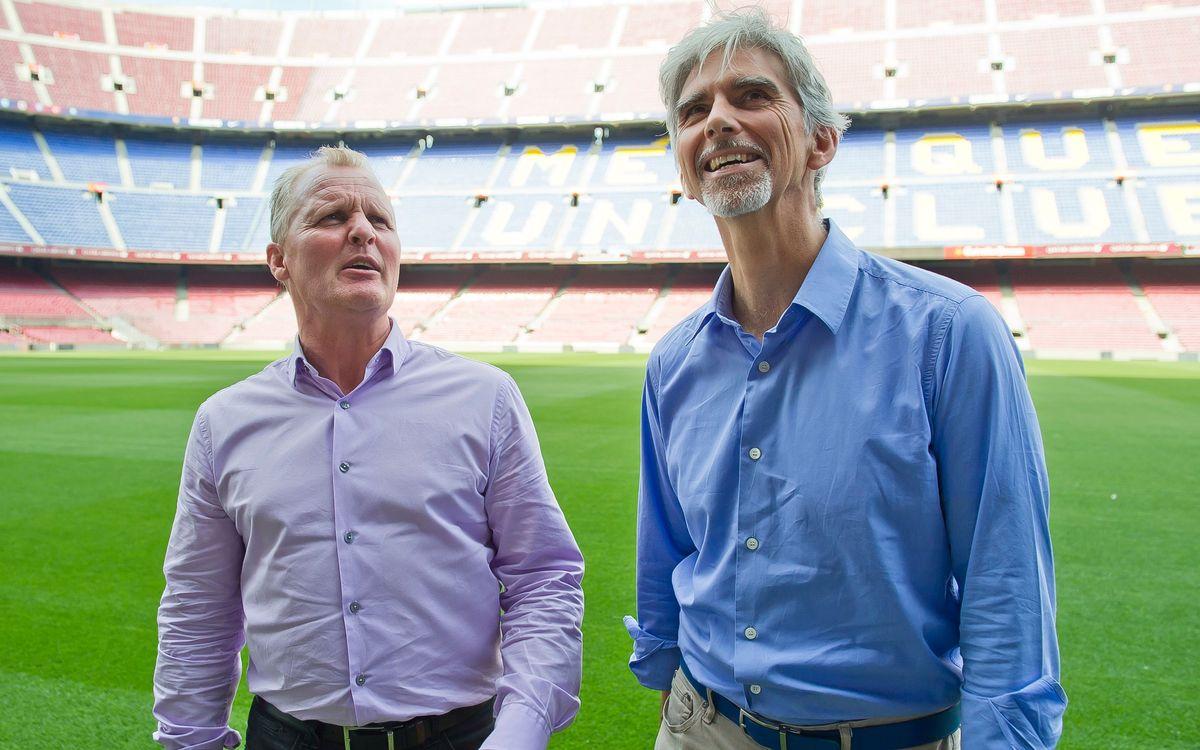 Damon Hill i Johnny Herbert visiten el Museu del Barça