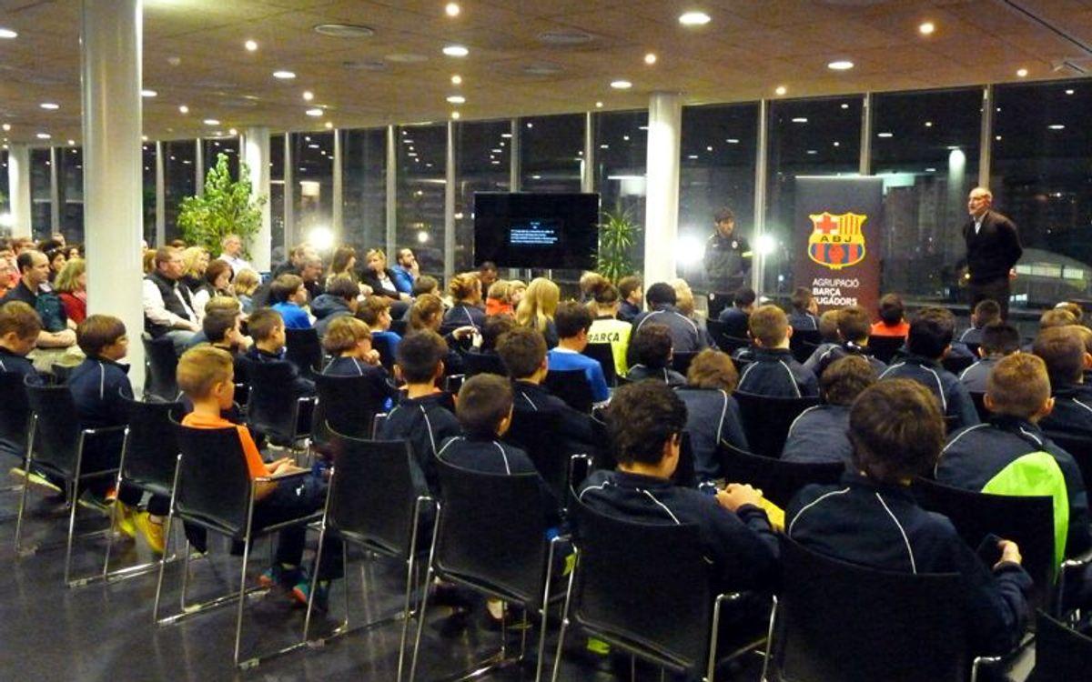 Sessions de tecnificació i xerrades d'exjugadors del Barça a joves esportistes americans