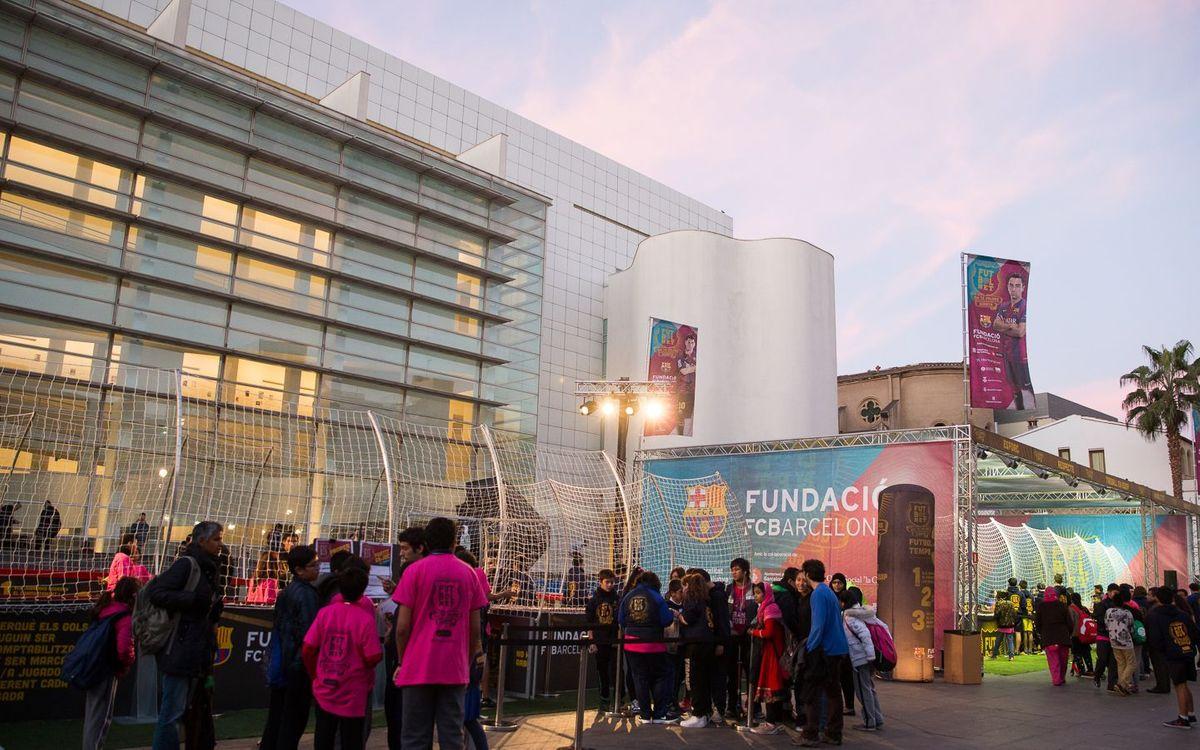 Tarda de futbol amb valors al Raval de Barcelona amb el 'Festival FutbolNet'