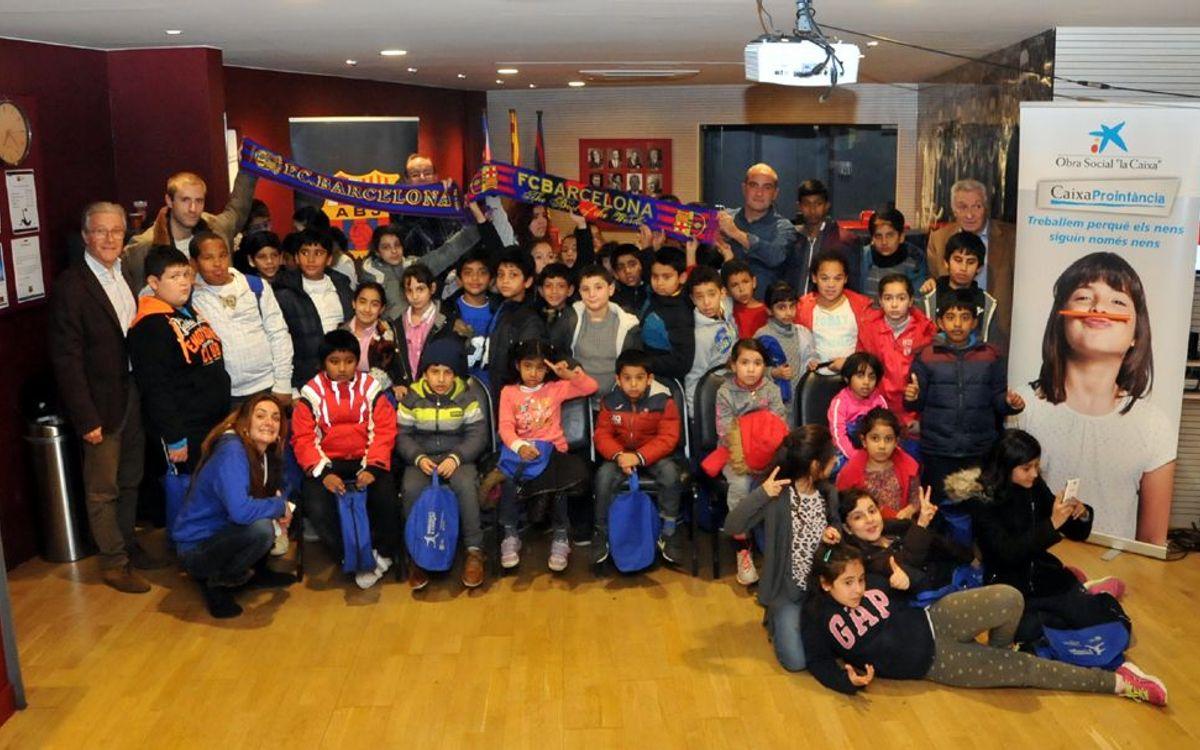La Agrupació organiza en el Camp Nou una charla de fútbol y valores para niños de CaixaProInfancia