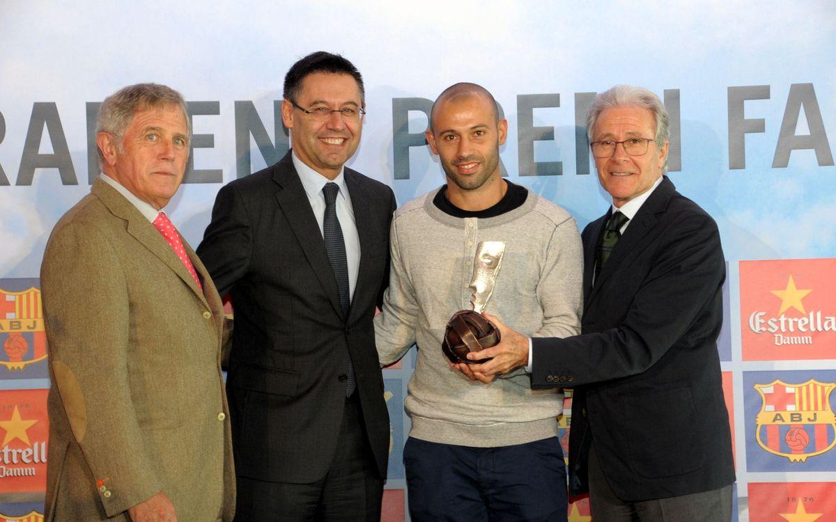 Javier Mascherano recibe el 6º Premio Barça Jugadors