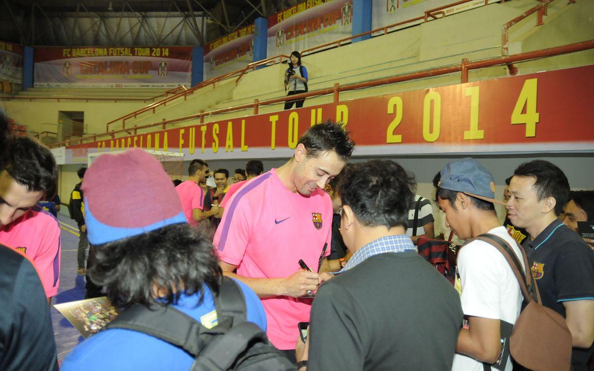 Los aficionados indonesios del Barça pueden ver un entrenamiento del equipo