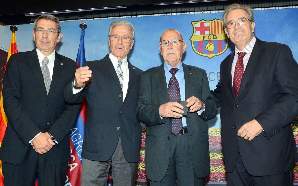 Luto por la muerte de Manel Vich, la voz del Camp Nou