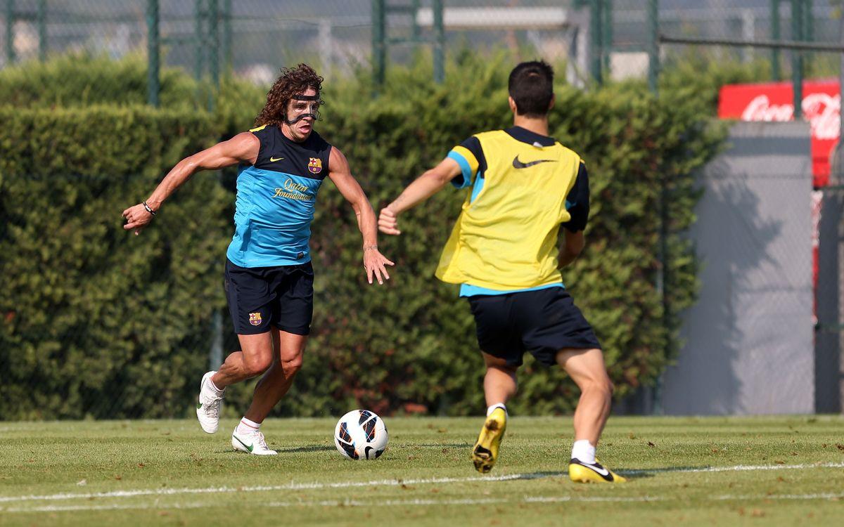 Puyol s'entrena amb màscara protectora