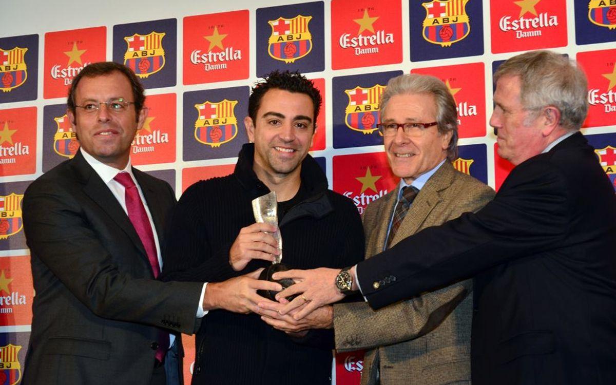 Xavi Hernández rep el 4t. Premi Barça Jugadors