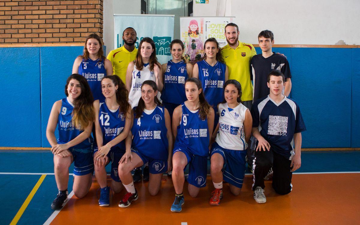 Huertas i Pullen visiten un grup de treball de 'Joves Solidaris' al barri de Gràcia de Barcelona
