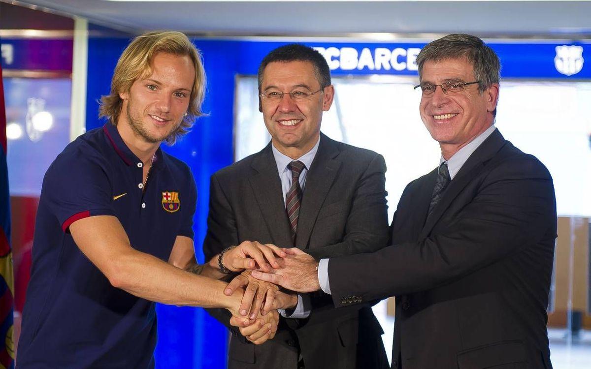 Rakitic firma contrato y lucirá el dorsal '4'