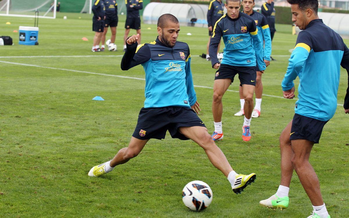 Alves s'exercita amb el grup