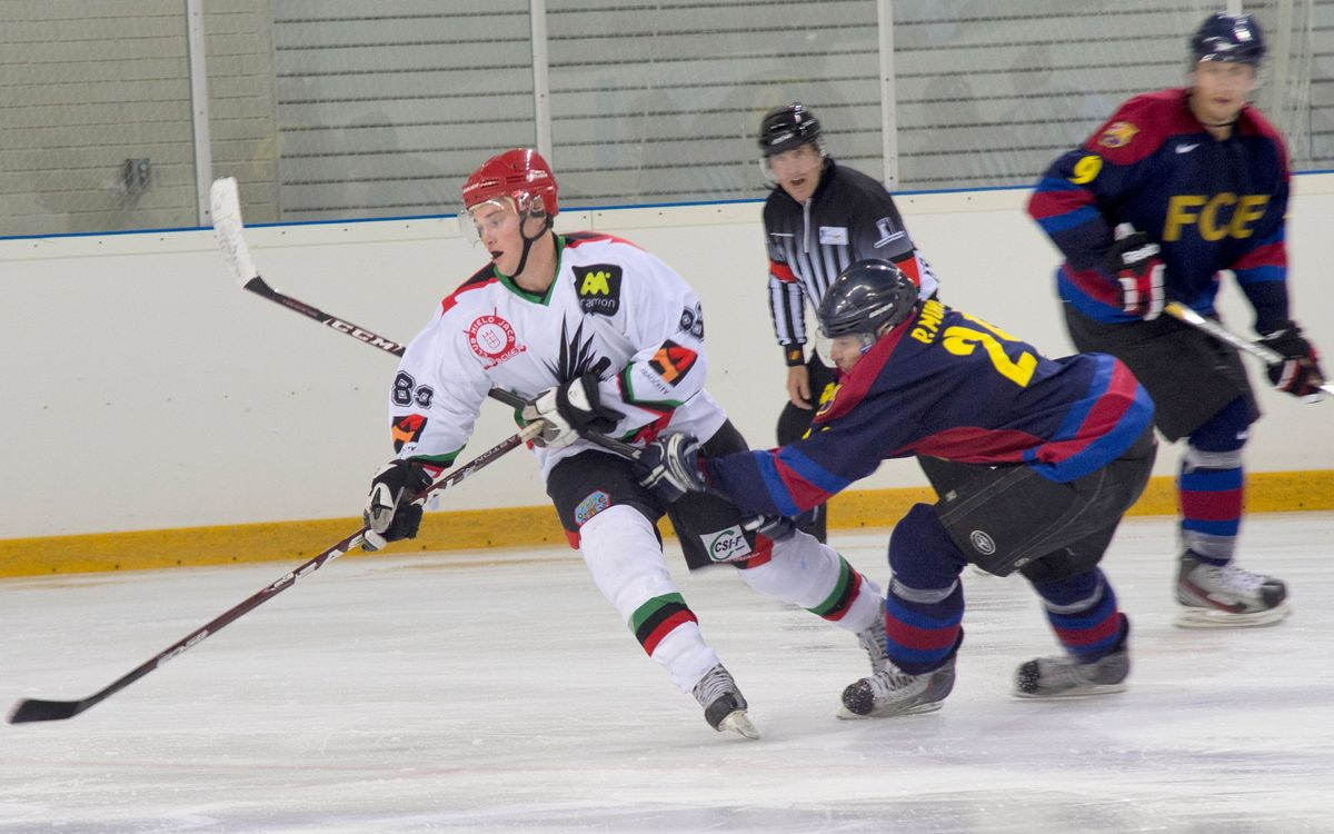 Derrota en el debut de l'hoquei gel (9-2)