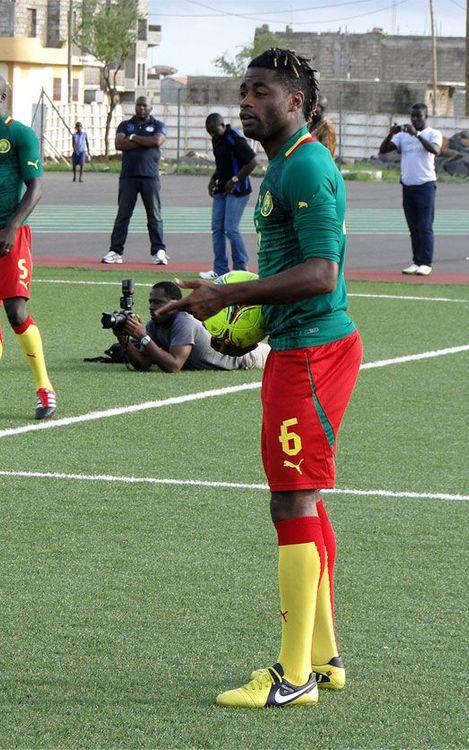 El Camerun d'Alex Song es complica la classificació per a la Copa Àfrica de Nacions (2-0)