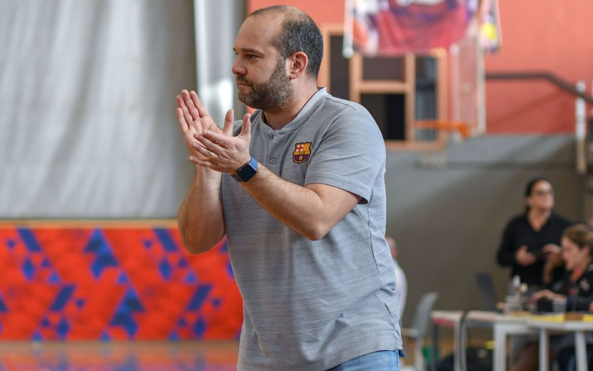 Isaac Fernández, membre de l''staff' de la selecció espanyola per a l'europeu de bàsquet femení