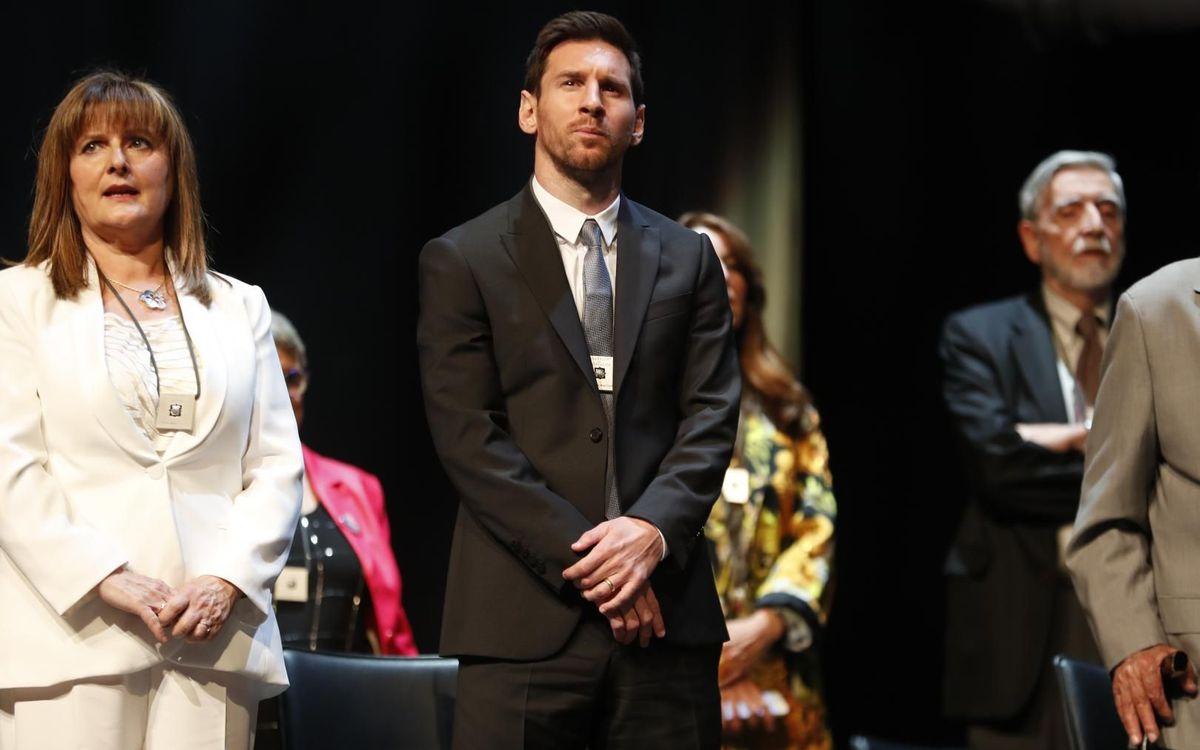 Lionel Messi recibe la creu de Sant Jordi