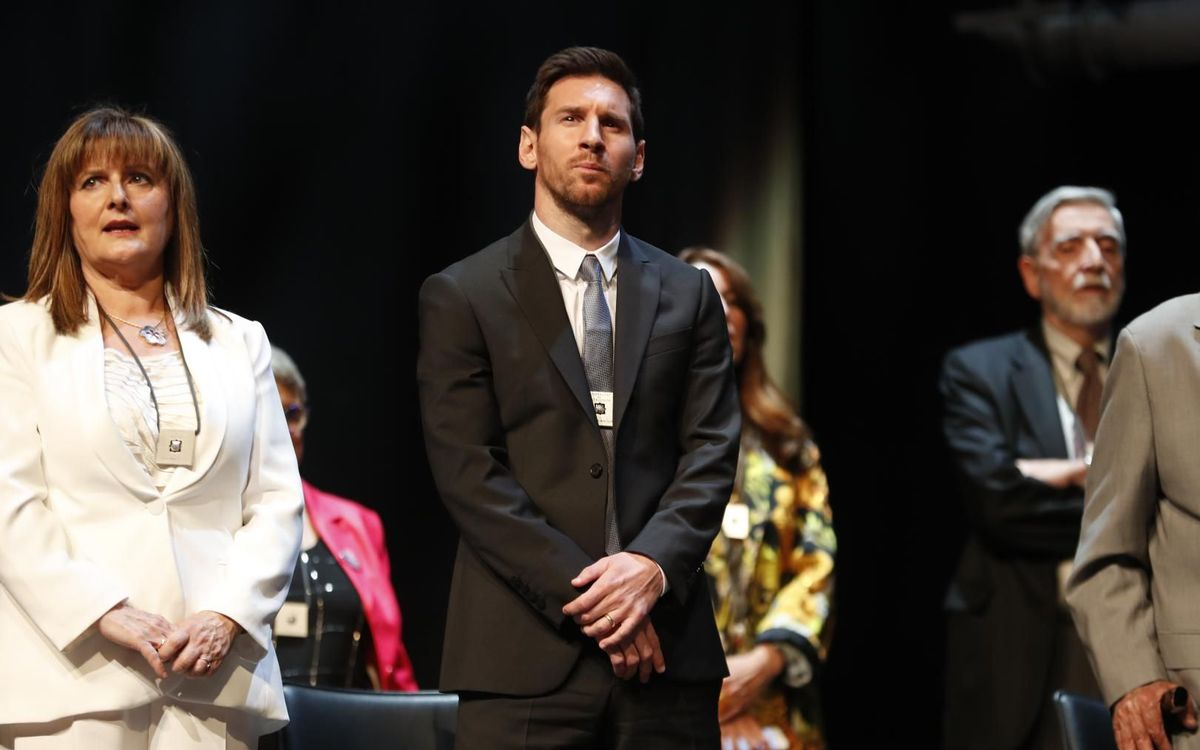 Lionel Messi receives the 'Creu de Sant Jordi'
