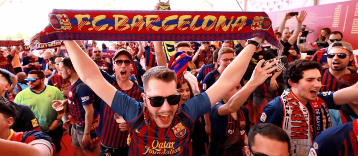 Gran ambiente festivo en la Fan Zone del FC Barcelona en Sevilla