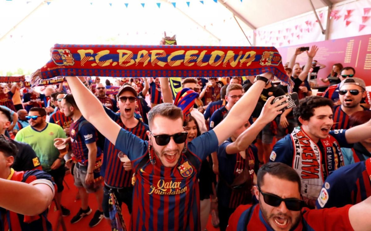 Thousands flood to FC Barcelona Fan Zone in Seville