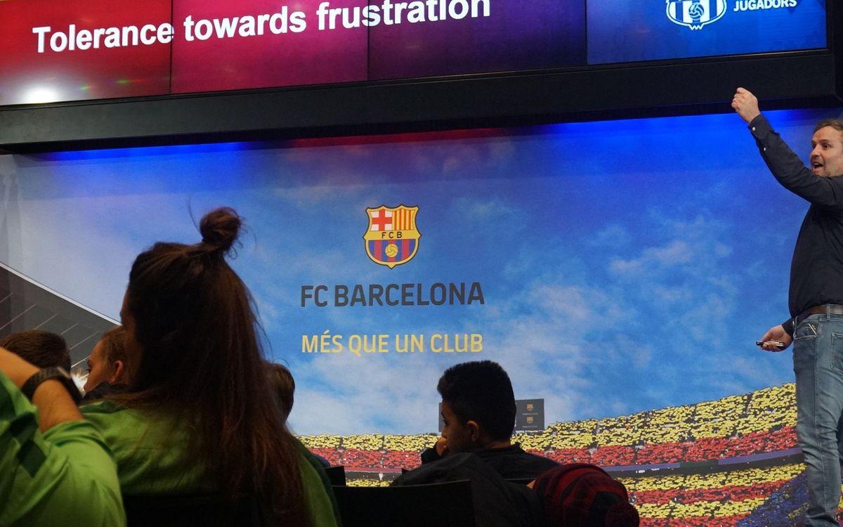 Compartiendo la experiencia del Barça con jóvenes futbolistas americanos