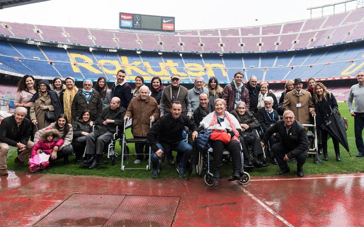 Records i nostàlgia en la visita dels Tallers de Reminiscència al Camp Nou