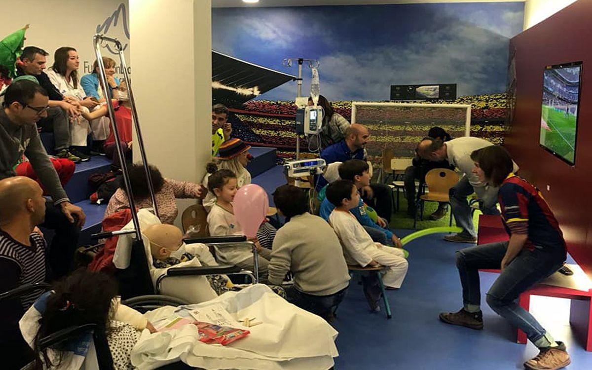 Los exjugadores del Barça verán el Espanyol-Barça en Vall d'Hebron con los niños ingresados