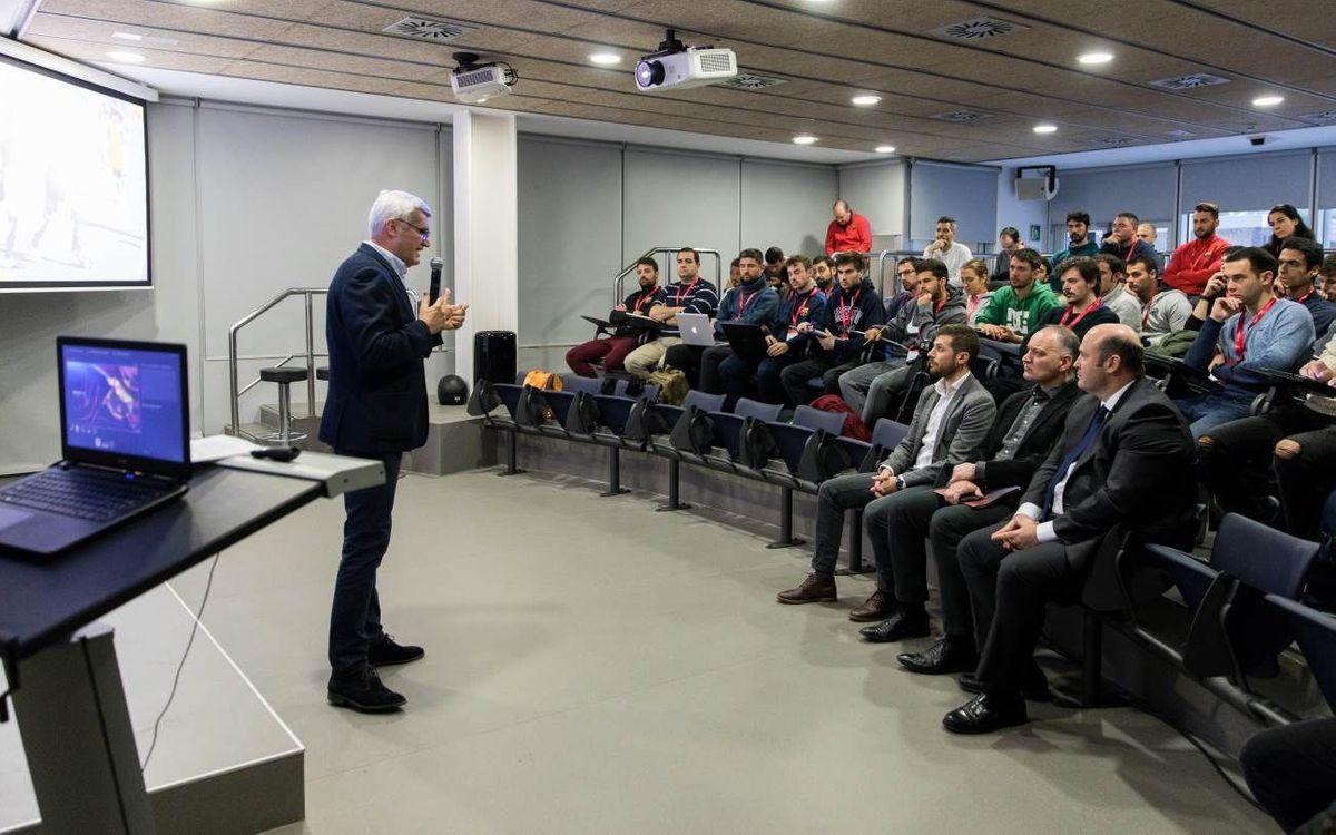 Dos exjugadores del Barça se forman como entrenadores en la FCB Coaches Academy