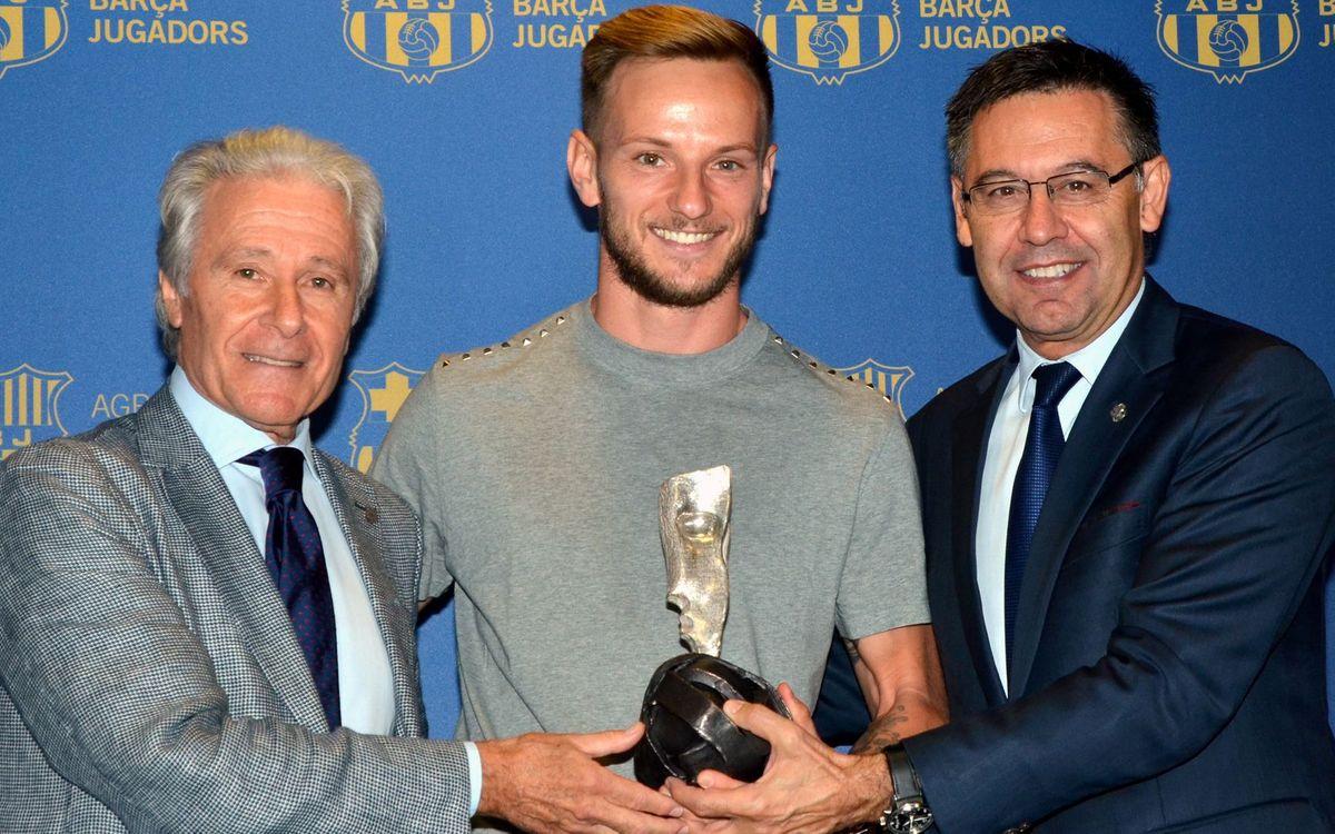 Ivan Rakitic recull el Premi Barça Jugadors que reconeix els seus valors