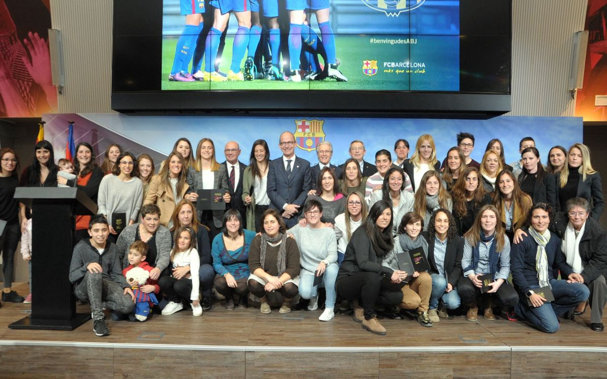 La Agrupación da la bienvenida a 52 nuevas socias jugadoras y exjugadoras del Club
