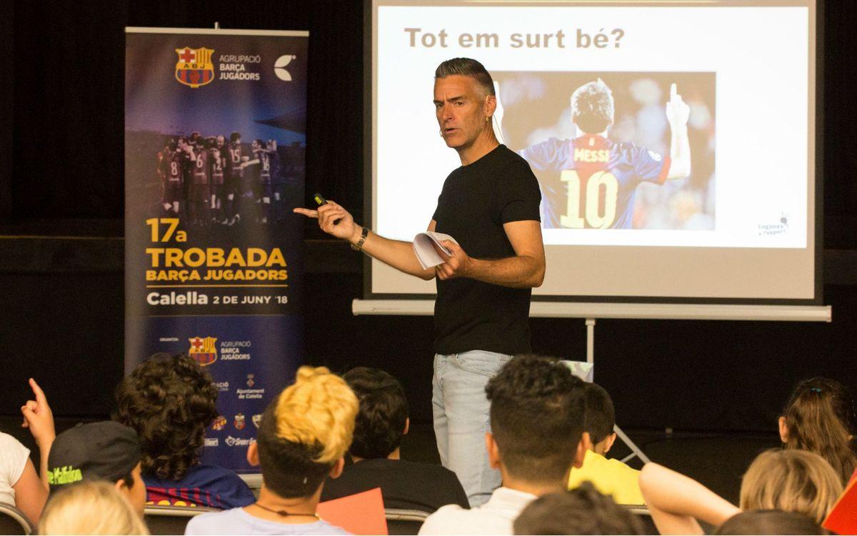 Vivències i valors del futbol blaugrana al taller Engaxa't a l'esport a Calella