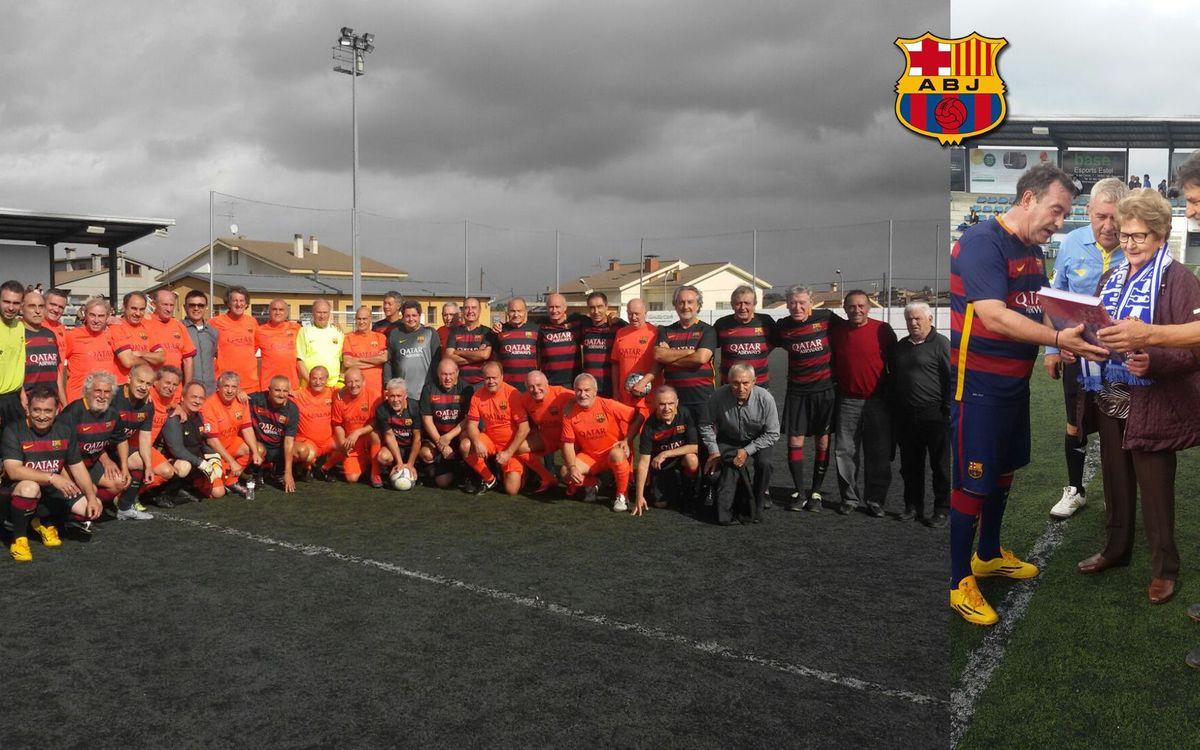 El equipo +55 de la Agrupación rinde homenaje al exjugador Joan Roma