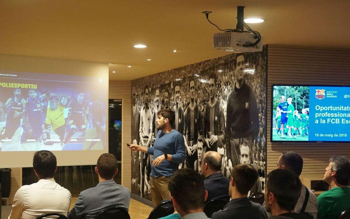La Agrupación continúa reforzando la formación de entrenadores para exfutbolistas