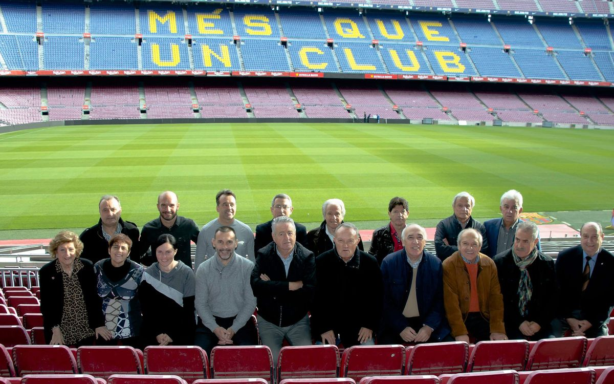 Los exjugadores del FC Barcelona reciben herramientas para representar a la ABJ en los actos con peñas