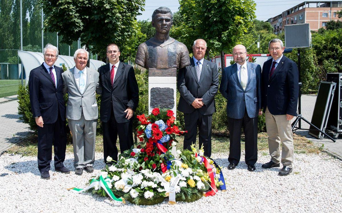 L'ABJ assisteix a la col·locació de la primera pedra del parc dedicat a Kubala