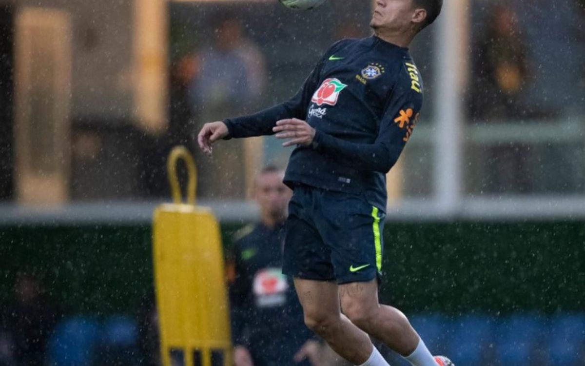 Coutinho in training with Brazil